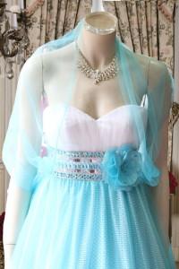 白とサックスの配色異素材使いのドレス