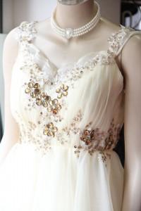 イエロータック見頃ゴールド刺繍付きドレス