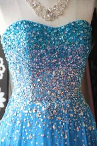 ブルービーズグラデーション刺繍のゴージャスドレス