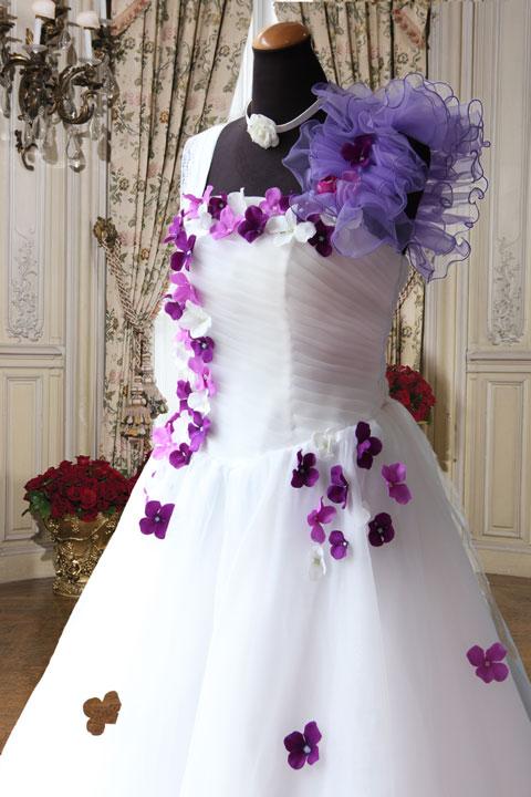ホワイトオーガン小花刺繍付きゴージャスドレス