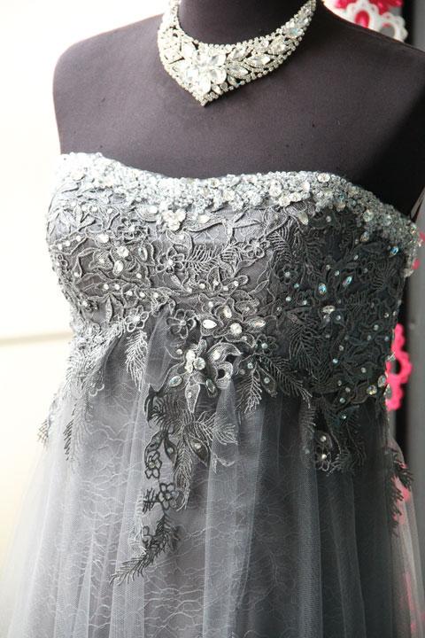 b51e4e01fa561 チャコールグレーレースビーズ刺繍付チュールのステージドレス – Dress ...
