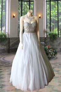 No.19885 グレー刺繍のゴージャスドレス