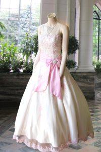 No.10242 白ピンク刺繍の豪華なドレス